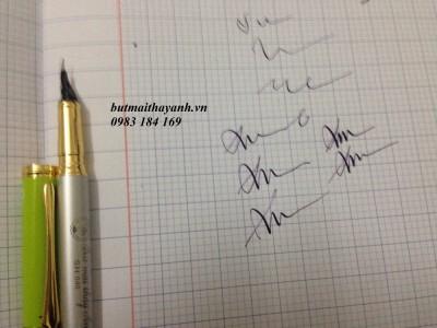 lắp ống mực cho bút mài thầy Ánh