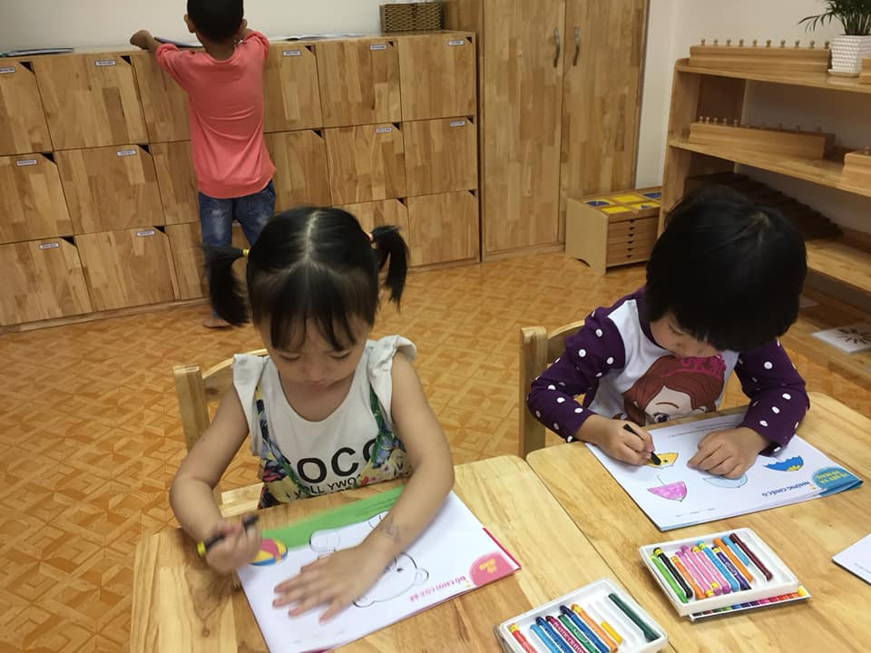 day be tap to 3 1 - Kỹ năng dạy bé tập tô giúp phát huy sự sáng tạo và khả năng vận động