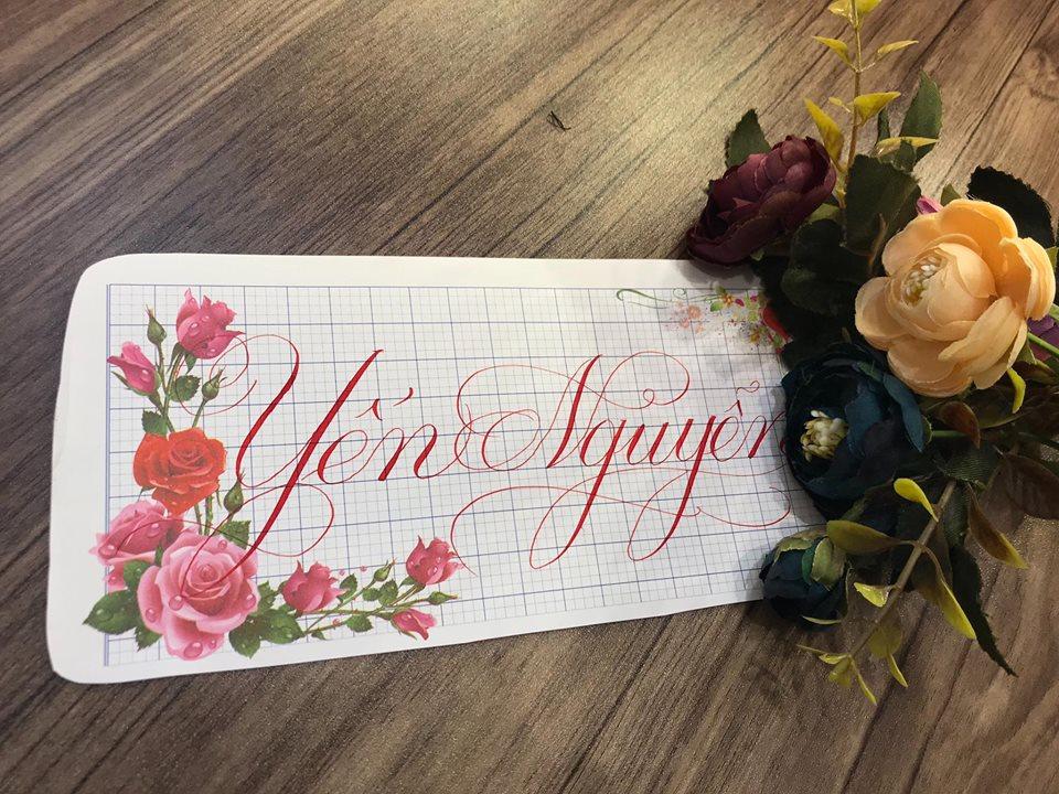 viet ten voi chu nghe thuat 1 - Kỹ thuật luyện chữ: Bảng chữ cái mẫu thường, mẫu hoa, chữ hoa sáng tạo