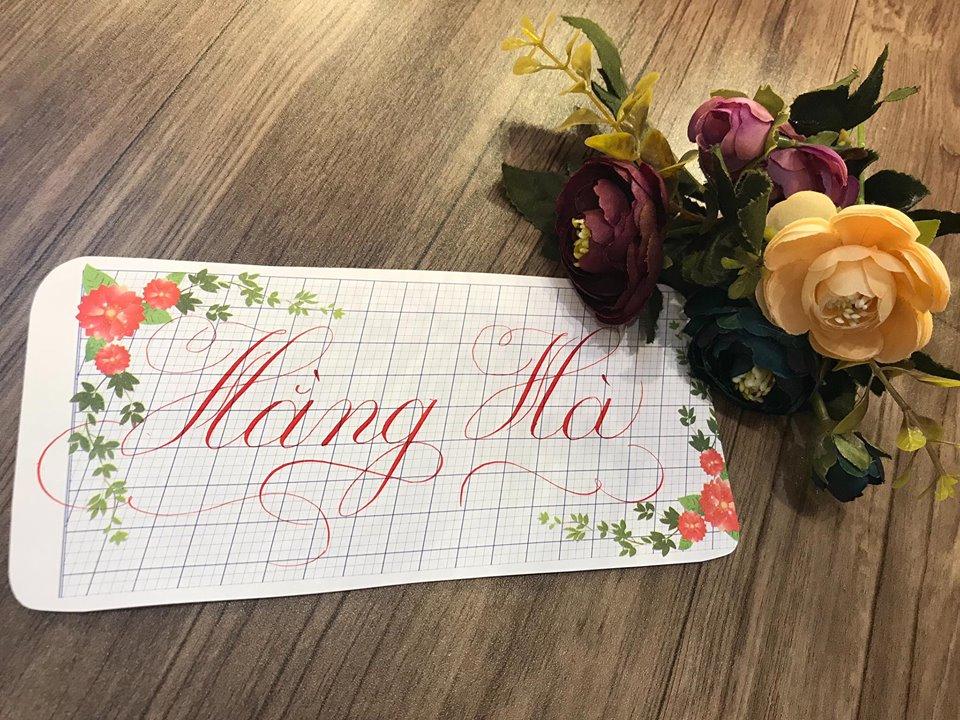 viet ten voi chu nghe thuat 15 - Kỹ thuật luyện chữ: Bảng chữ cái mẫu thường, mẫu hoa, chữ hoa sáng tạo