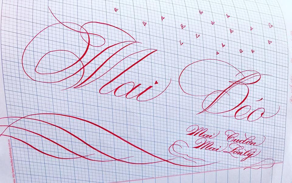 viet ten voi chu nghe thuat 16 - Kỹ thuật luyện chữ: Bảng chữ cái mẫu thường, mẫu hoa, chữ hoa sáng tạo