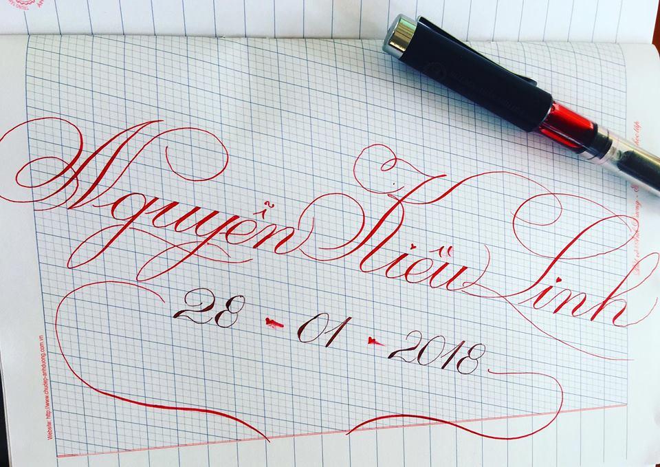 viet ten voi chu nghe thuat 21 - Kỹ thuật luyện chữ: Bảng chữ cái mẫu thường, mẫu hoa, chữ hoa sáng tạo