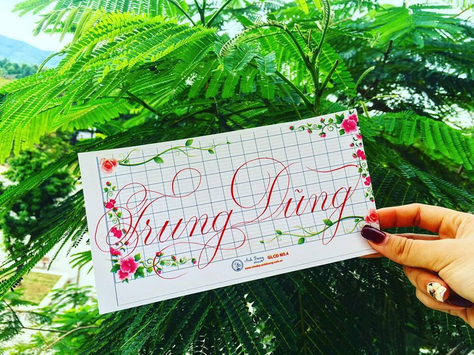 viet ten voi chu nghe thuat 3 - Kỹ thuật luyện chữ: Bảng chữ cái mẫu thường, mẫu hoa, chữ hoa sáng tạo
