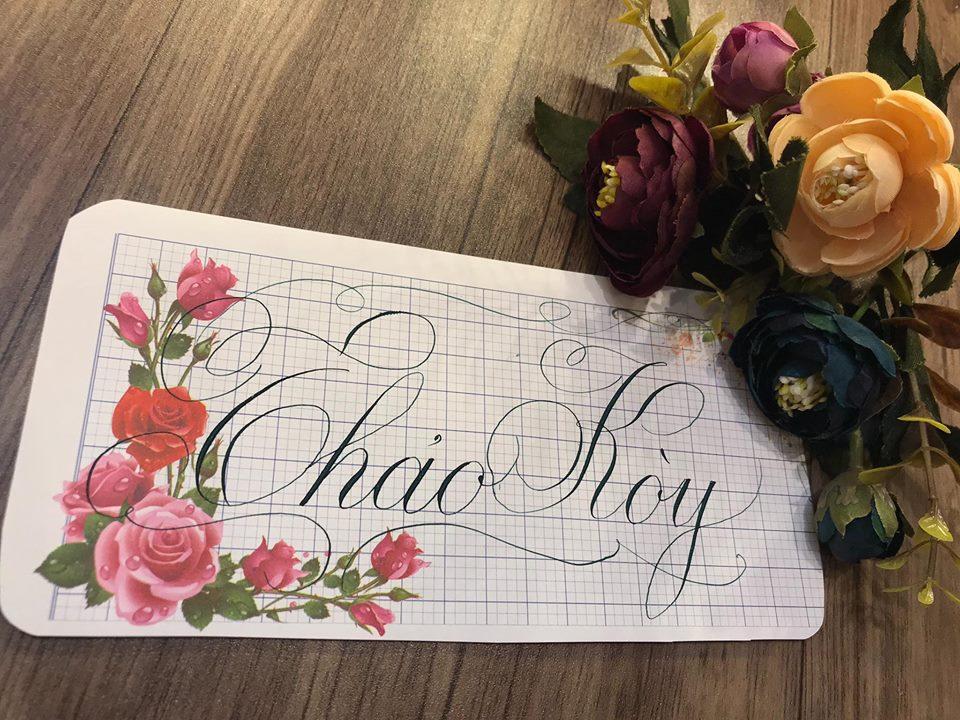 viet ten voi chu nghe thuat 30 - Kỹ thuật luyện chữ: Bảng chữ cái mẫu thường, mẫu hoa, chữ hoa sáng tạo