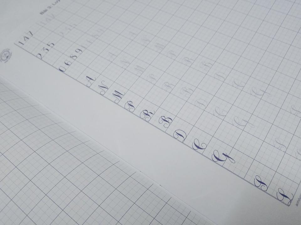 Vở mẫu luyện chữ đứng